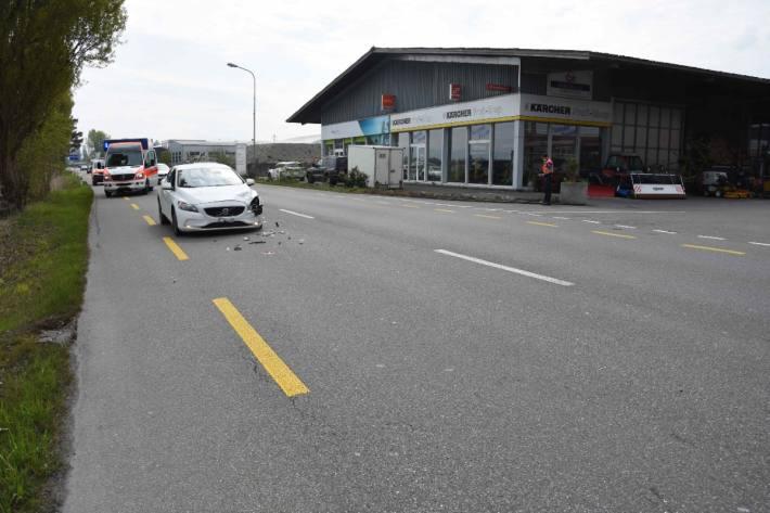 Eine Autolenkerin verletzte sich beim Unfall gestern in Thal SG.