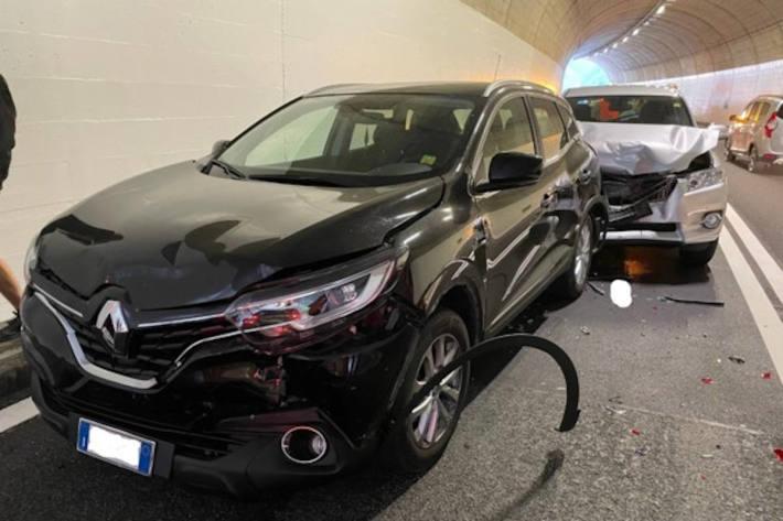 Auffahrunfall von vier Fahrzeugen, drei Personen verletzt