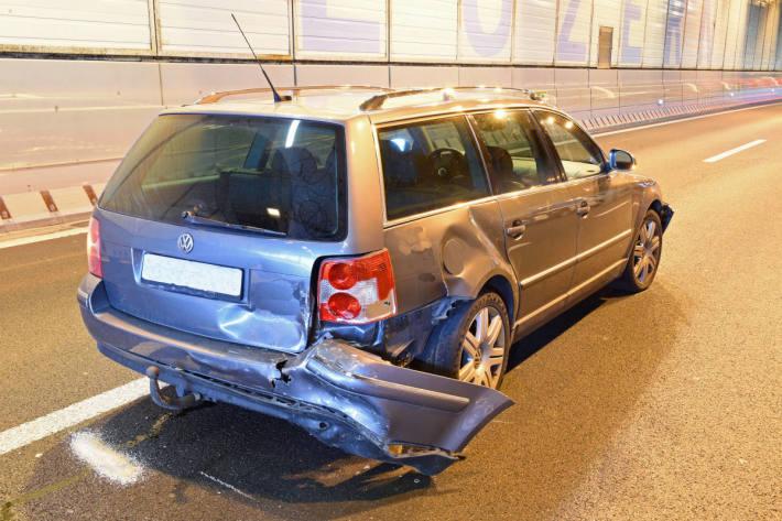 Kollision von vier Fahrzeugen auf der A2 bei Kriens