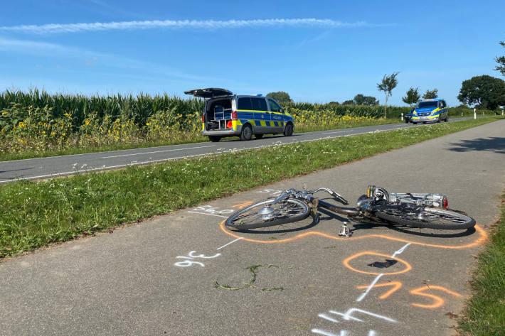 Radfahrerin von Mercedes erfasst und tödlich verletzt worden