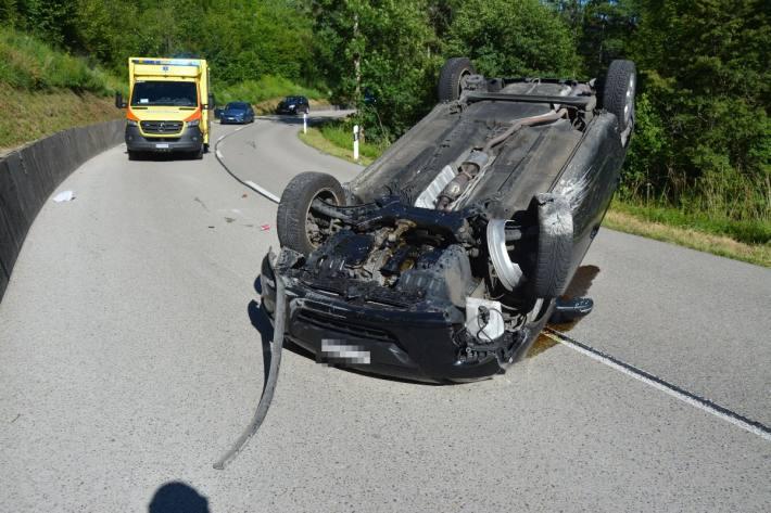 In Kleinlützel überschlug sich gestern ein Auto.