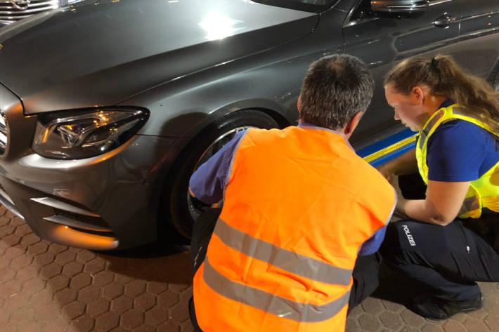 technische Kontrolle eines Fahrzeuges