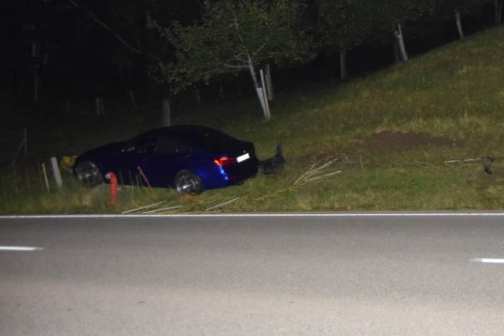 In Rehetobel AR kam gestern ein BMW vond er Strasse ab.