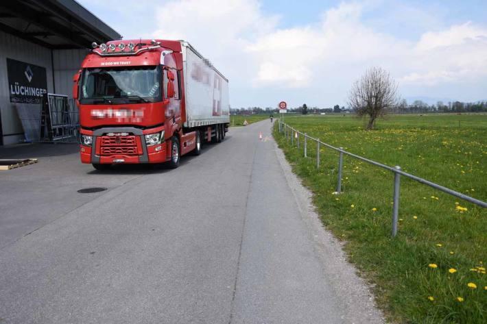 Beim Rückwärtsfahren mit E-Bike in Kriessern kollidiert