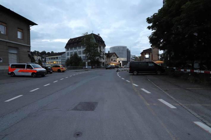 In St. Gallen verletzte sich der Mann an Kopf und Händen