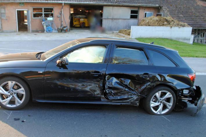 Kollision zwischen zwei Autos in Sempach