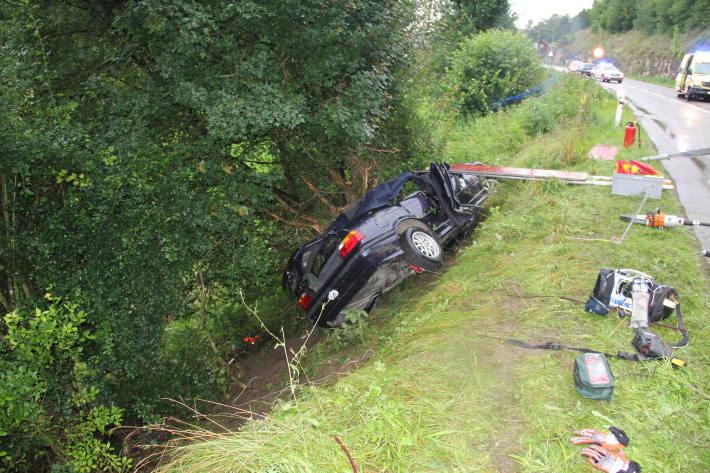 Der Autofahrer wurde beim Unfall in Porrentruy JU schwer verletzt.