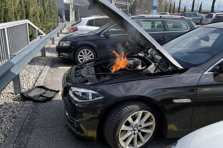 Der Patrouille der Kantonspolizei St.Gallen konnten in St.Margrethen den Brand mit Hilfe eines Feuerlöschers löschen
