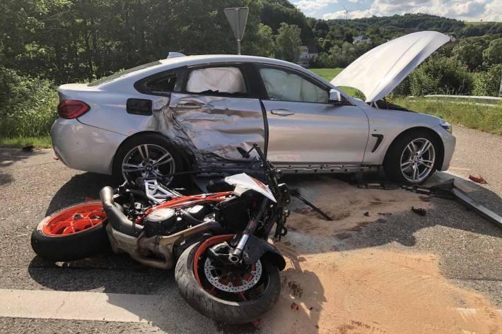 Unfall mit tödlich verletztem Motorradfahrer in Gimsbach