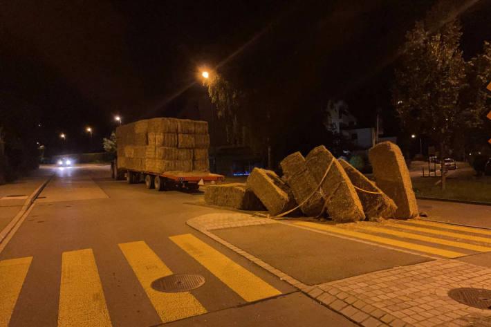 200 Kilogramm schwere Strohballen blockieren Burgstrasse in Uster