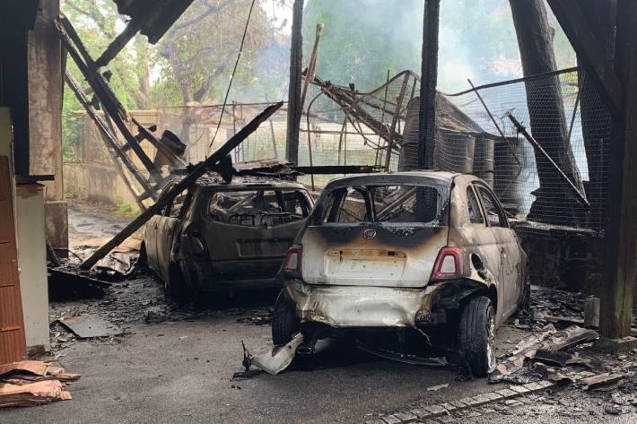 Auch zwei Autos brannten gestern in Solothurn aus.