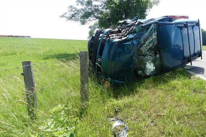 Der 69-Jährige zog sich in Nümbrecht bei dem Unfall schwere Verletzungen zu, an dem Renault entstand ein Totalschaden