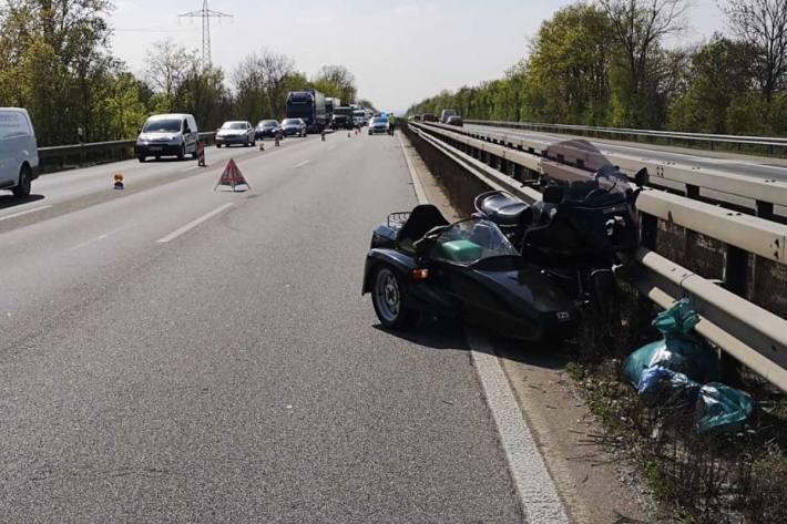 Unfall zwischen LKW und Motorradfahrer zwischen Ingelheim West und Ost