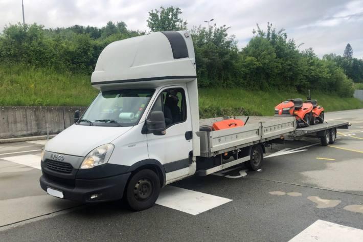 In Inwil LU wurde ein Lieferwagen gestoppt, der in einem desolaten Zustand war.