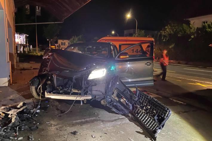 In Menziken AG ist gestern eine Autofahrerin verunfallt.