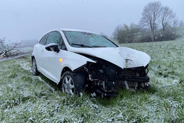 Unfallfahrzeug bei Sins AG
