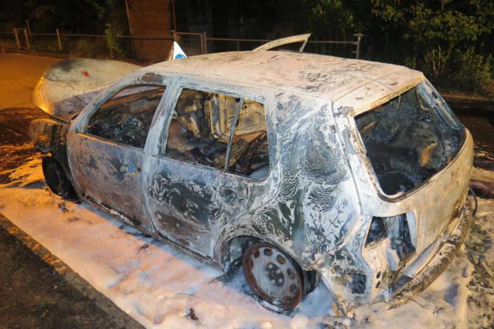 ausgebranntes Fahrzeug bei Bottmingen BL
