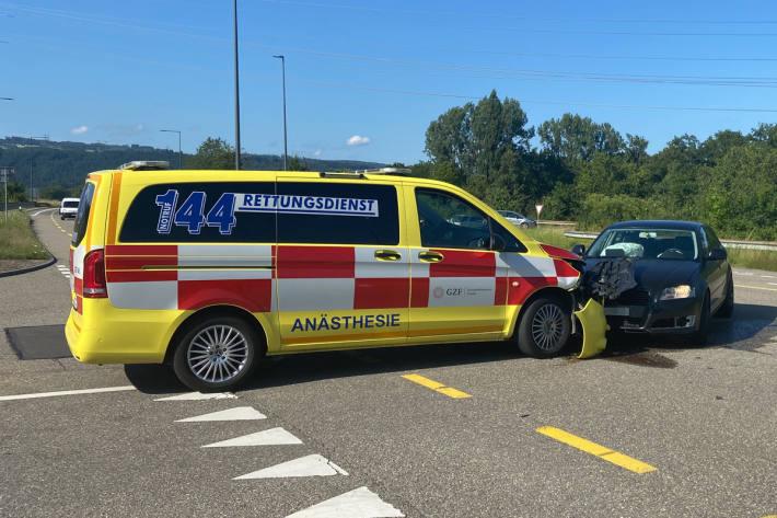 Zusammenstoss mit Ambulanz in Eiken