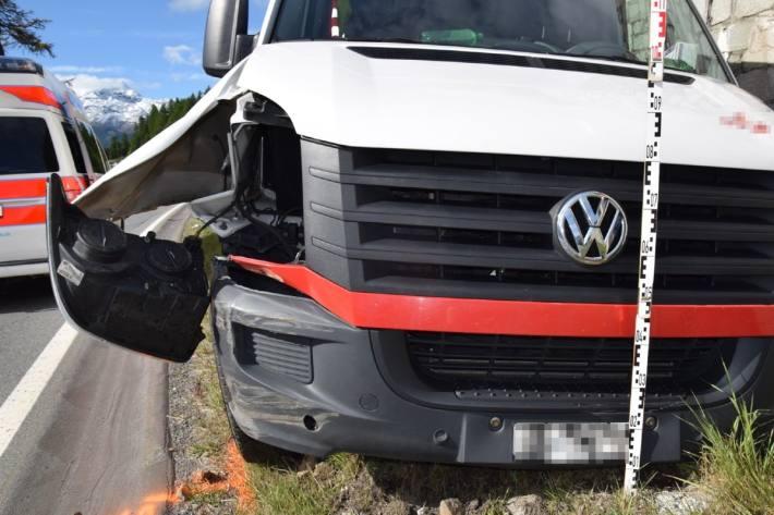 Der Lenker verletzte sich beim Unfall in Champfèr GR.