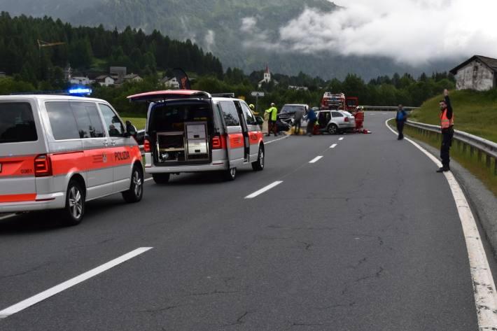 Ein tödlicher Unfall mit vier Verletzte gestern in Maloja GR.