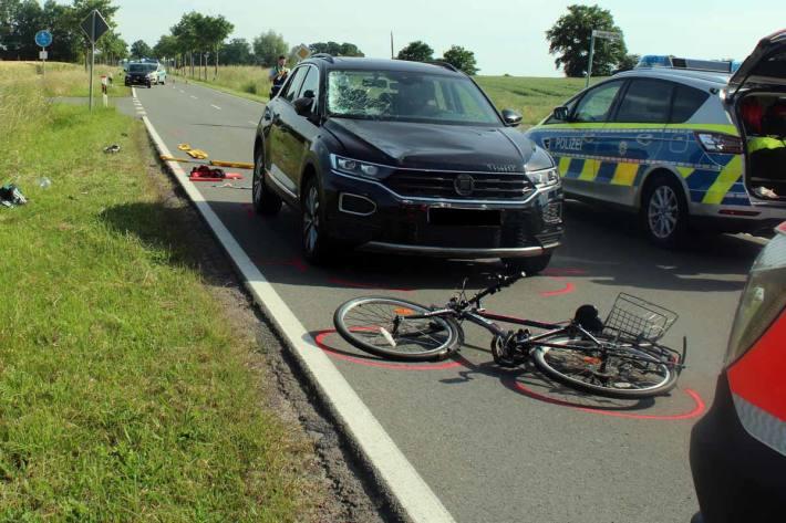 Lebensgefährliche Verletzungen hat in Espelkamp ein 13 Jahre alter Radfahrer  bei der Kollision mit einem Auto erlitten