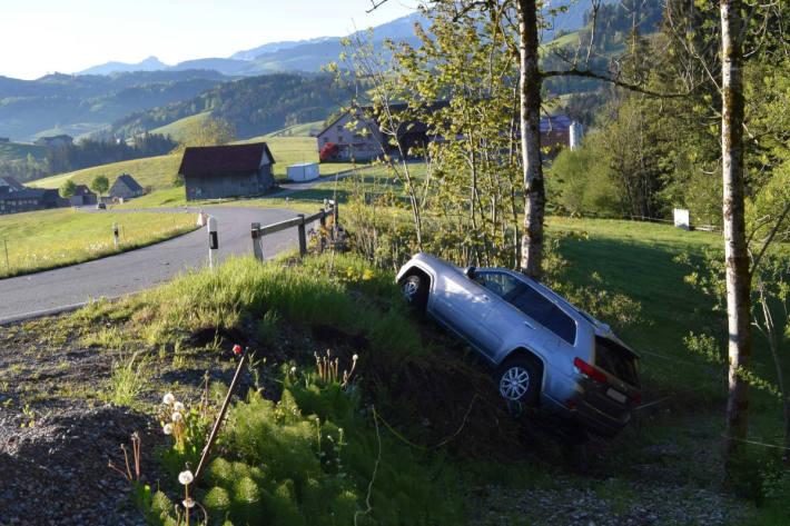 Pflichtwidriges Verhalten nach Selbstunfall mit Auto in Schwellbrunn