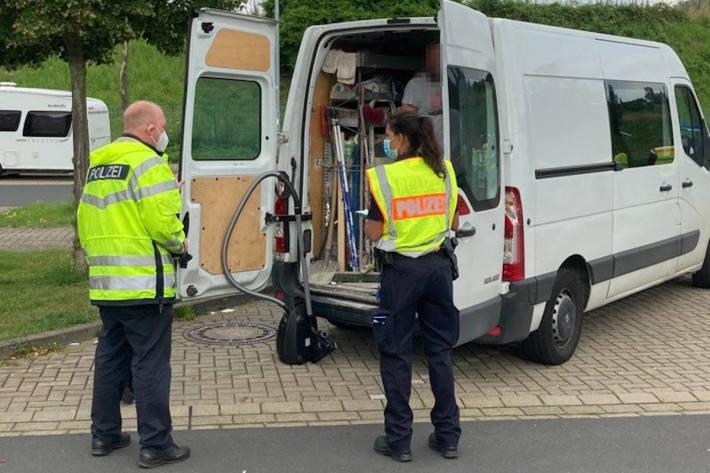 Autobahnpolizei kontrolliert Sprinter auf der A7 – 80 Fahrzeuge überprüft, vierzehn Fahrern die Weiterfahrt untersagt