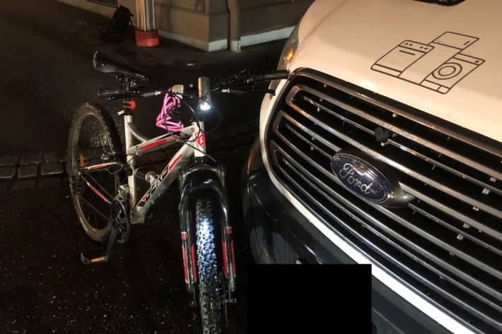 In Glarus hat sich heute einen Velofahrerin bei einem Unfall verletzt.
