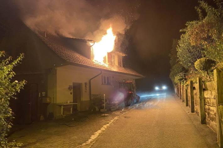 In Gontenschwil AG brannte gestern ein Haus.