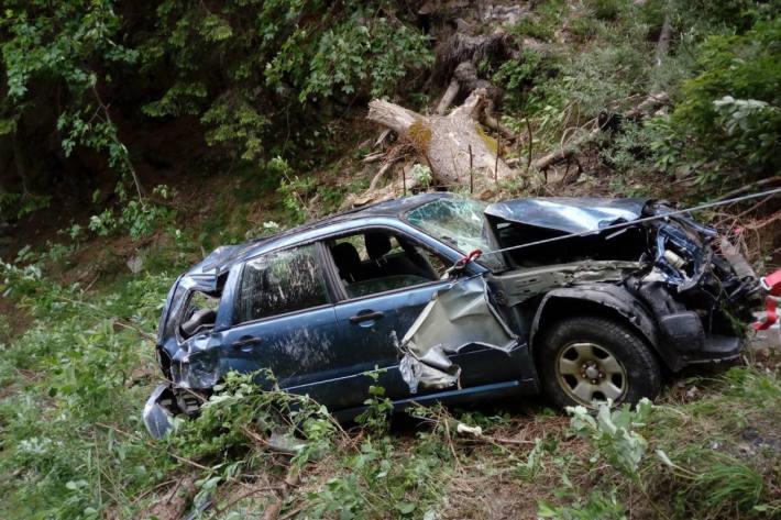 Völlig zerstörtes Unfallfahrzeug bei Pany