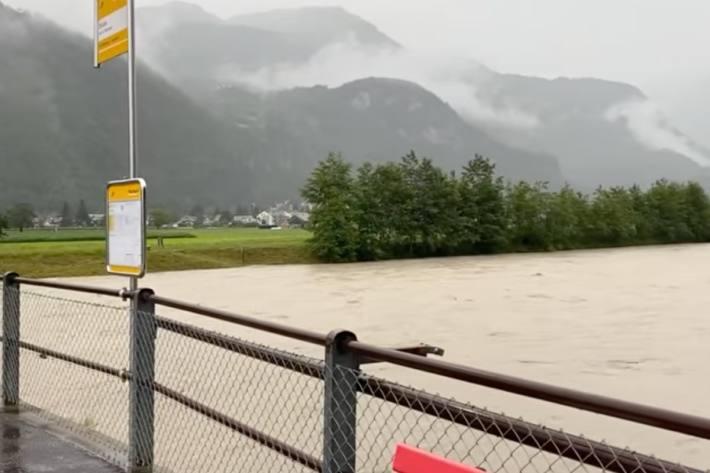 Die Hochwassersituation spitzt sich auch im Kanton Bern weiter zu.