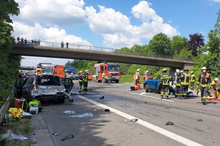 Vier Verletzte bei Verkehrsunfall auf der A3 im Siebengebirge