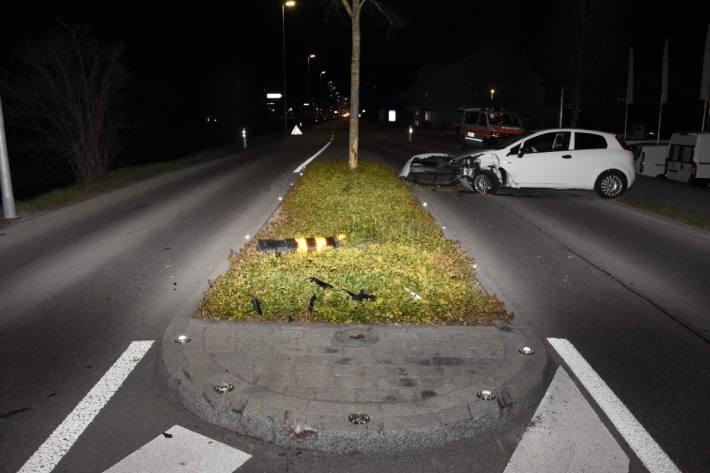 Unter Alkoholeinfluss Kontrolle über Fiat in Uznach SG verloren.