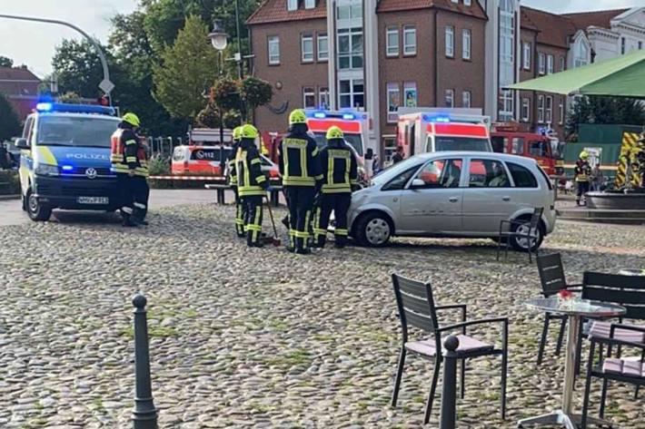 Verkehrsunfall am Alten Markt in Jever fordert zwei leicht verletzte Personen sowie einen verstorbenen Hund