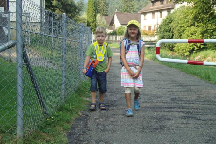 Kinder auf dem Schulweg.
