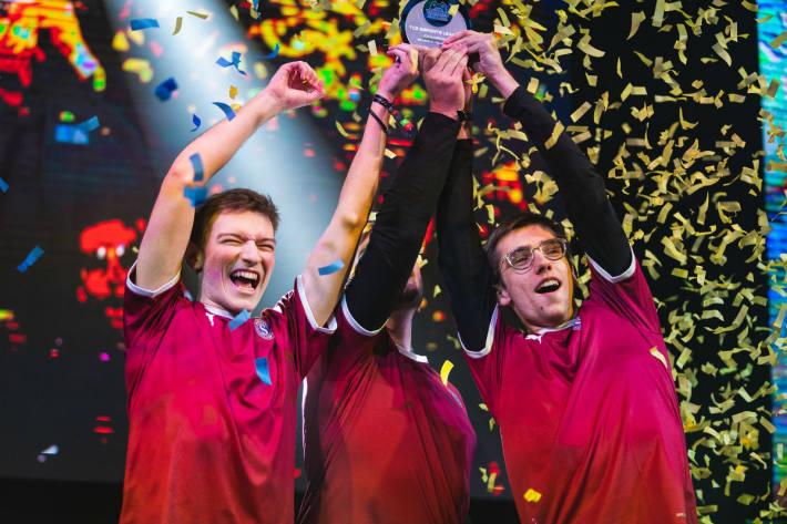 Die glücklichen Sieger.