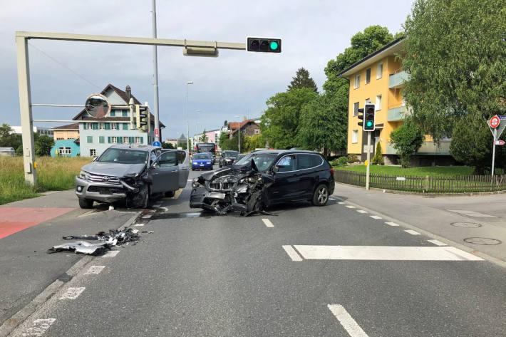 Endlage der Unfallfahrzeuge in Emmen