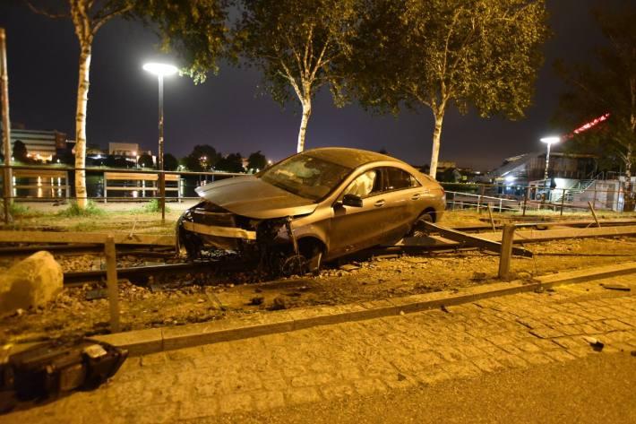 Beim Unfall in Basel fand die Polizei einen Wagen ohne Personen vor.