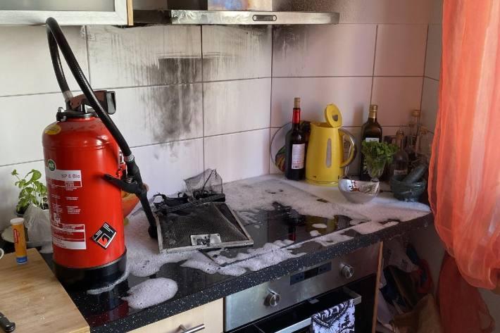 Bei einem Küchenbrand in Birsfelden BL wurde eine Pfanne als Brandauslöser vermutet.