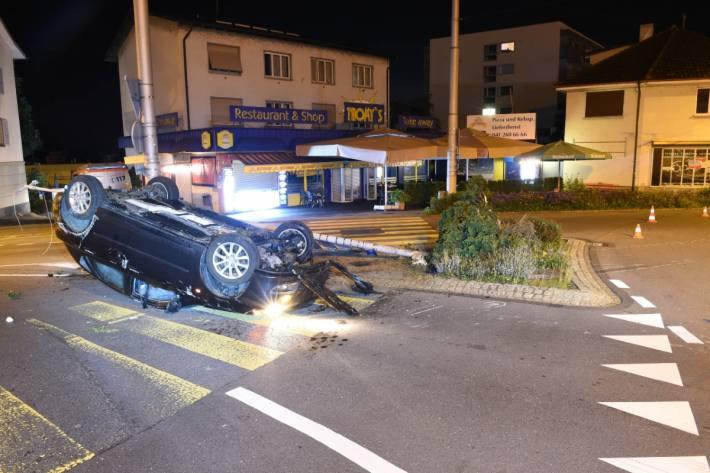 In Emmenbrücke LU ist gestern ein Autolenker unter starkem Alkoholeinfluss verunfallt.