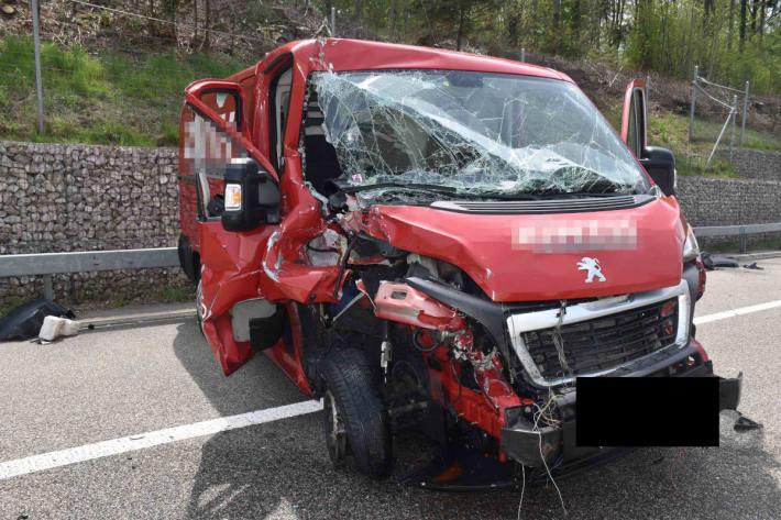 Unfallfahrzeug auf der A1 bei Gunzgen