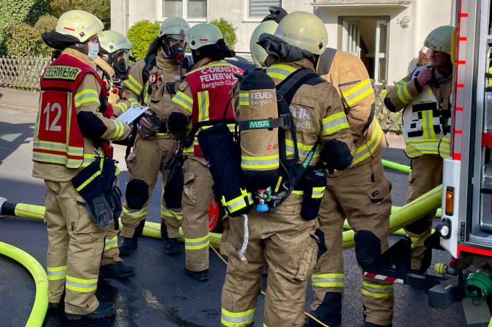 Feuerwehr rettet zwei Katzen nach Wohnungsbrand in der Stadtmitte