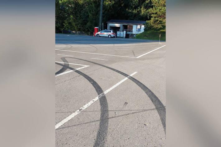 Unbekannte Autofahrer verunstalten Verkehrsschulungsanlage