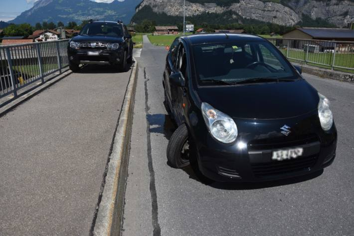 Eine Frau hat das Vortittsberechtige Fahrzeug übersehen.