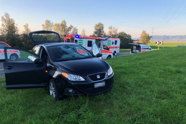 Der korrekt fahrende Lieferwagen wurde vom überholenden Auto gestreift.