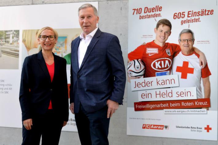 Iris Flückiger, Freiwilligen-Verantwortliche beim SRK Kanton Aargau und Alfred Schmid, Präsident FC Aarau