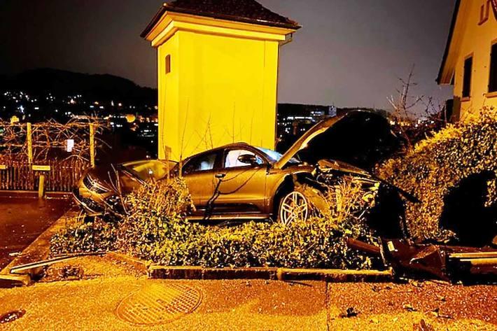 Personenwagenlenker verursacht in Füllinsdorf Selbstunfall in alkoholisiertem Zustand