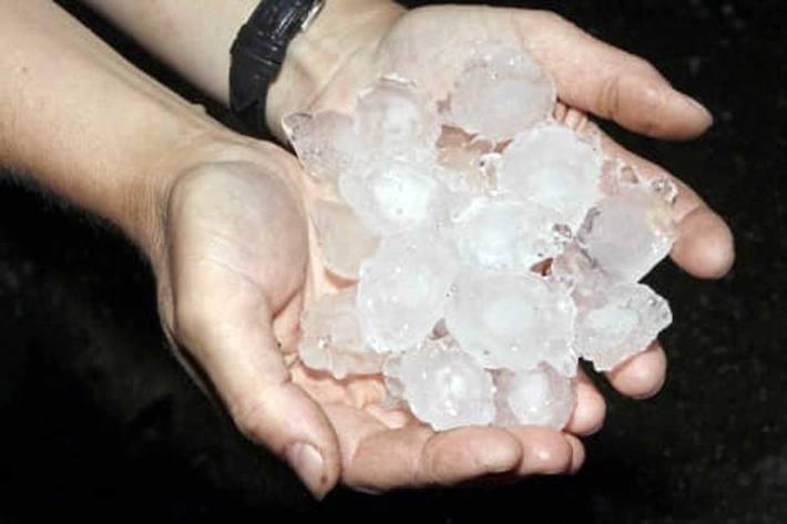 Insgesamt rund 11'000 Kundinnen und Kunden werden nach den gestrigen Gewittern Schäden verzeichnen