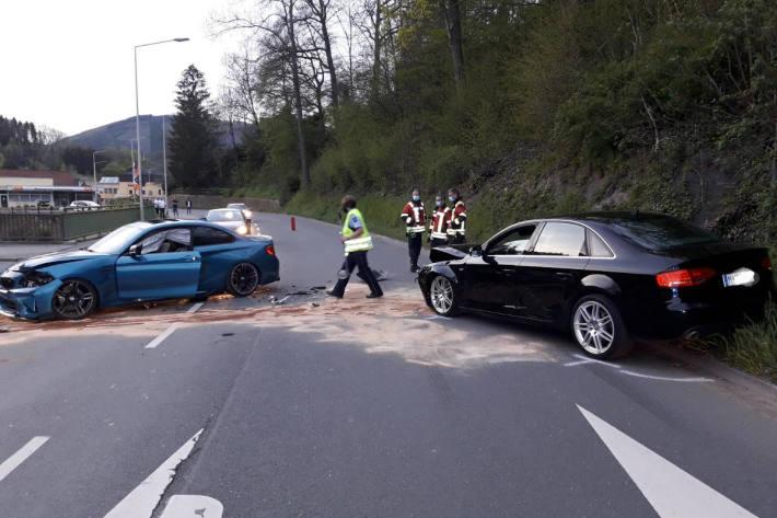 Paralleleinsätze am Mittag. Verkehrsunfall am Abend.