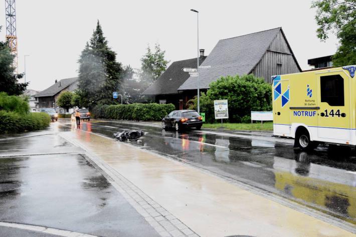 Kollision zwischen Auto und Roller in Widnau